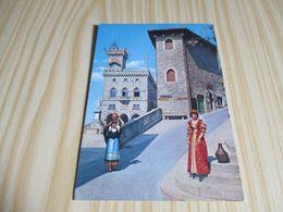 Saint-Marin - Palais Du Gouvernement - Costumes D'une Noble Dame Et D'une Femme Du Peuple. - San Marino