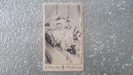 PHOTO CDV 19 EME SIECLE - ENFANT - BEBE MORT - POST MORTEM - BOULOGNE SUR SEINE PHOTOGRAPHE - Anciennes (Av. 1900)