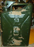 JERRYCAN A VIN MILITAIRE DE L'ARMEE DE L'AIR FRANCAISE , CONTENANCE 10 LITRES , PERIODE GUERRE D'INDOCHINE ANNEE 53 , EN - Equipment