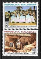 1972 - N° 513 à 514**MNH - Costumes - Madagascar (1960-...)
