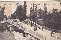46 BRETENOUX Le Pont Vue De L'Hôtel Des Voyageurs ,cycliste Sur Le Pont - Bretenoux
