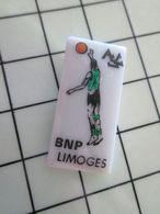 115B Pin's Pins / Beau Et Rare / THEME : SPORTS / Céramique Ou Porcelaine Limoges BASKET-BALL BNP LIMOGES - Baloncesto
