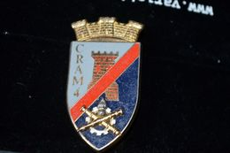 Rare Insigne Centre Régional Administratif Du Matériel N° 4 - Esercito