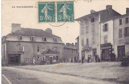 CPA 42 @ LA PACAUDIERE - La Place Devant Le Commerce Peillon - La Pacaudiere