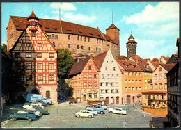 D7037 - Nürnberg Burg - Straßenszene Parkplatz Auto Car Oldtimer - Andres & Co - Turismo