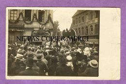BESANCON - RARE CARTE PHOTO Cavalcade Fete Défilé Place De La Revolution / Grande Rue - Besancon
