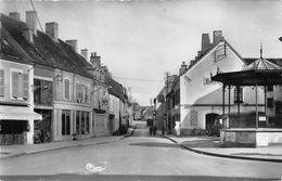 TOULON SUR ARROUX - Place D'Armes (CPSM Petit Format) - Autres Communes
