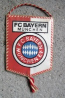 FOOTBALL / FANION PETIT MODELE / FC BAYERN MUNCHEN 1974 - Bekleidung, Souvenirs Und Sonstige