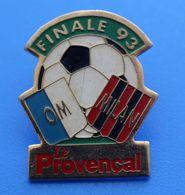 FOOTBALL - OLYMPIQUE DE MARSEILLE PIN'S VICTOIRE DE MARSEILLE / MILAN AC-LIGUE DES CHAMPIONS-1993-1/0 BUT BASILE BOLI - Bekleidung, Souvenirs Und Sonstige
