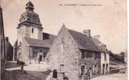 56 -  Le Faouet - L Eglise Et Vieux Puits - Le Faouet
