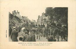 18 MEHUN SUR YERE 1910 - GREVE DE LA CIRAMIQUE - SORTIE DES OUVRIERS - Mehun-sur-Yèvre