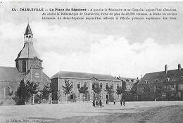 Charleville. La Place Du Sépulcre Avec La  Bibliotheque De Charleville. - Charleville