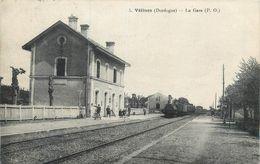 CPA 24 Dordogne Vélines La Gare + Train - France