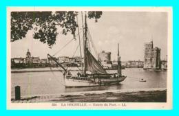 A748 / 053 17 - LA ROCHELLE Entr?e Du Port ( Bateau ) - La Rochelle