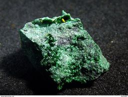 Kasolite On Matrix ( 1 X 1 X 0.6 Cm) - Musonoi Mine - Kolwezi - Congo - Mineralen