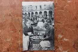 TOULOUSE (31) - TYPES TOULOUSAINS - TYPES DE LA RUE - LES FRITES SUR LA PLACE DU CAPITOLE - Toulouse