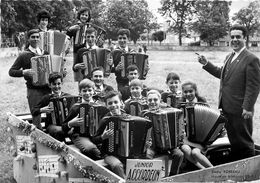 Mauzé Sur Le Mignon * Junior Accordéon * Orchestre Accordéonnistes - Mauze Sur Le Mignon