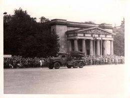 Photo Originale Défilé De Camion Militaire Lance-Roquettes Ou Missiles à Identifier Vers 1960/70 - War, Military