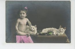 ENFANTS - LITTLE GIRL - MAEDCHEN - CAT - Jolie Carte Fantaisie Fillette Nue Avec Chats (naked Little Girl With Cats ) - Portraits