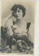 FEMMES - FRAU - LADY - SPECTACLE - ARTISTES 1900 - Jolie Carte Fantaisie Portrait Artiste LIANE DE POUGY - Donne