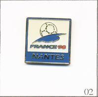 Pin's Football / Coupe Du Monde France 1998 - Ville De Nantes (44). Est. Sous License BV Impex © 1994 ISL ™. Ep. T733-02 - Calcio