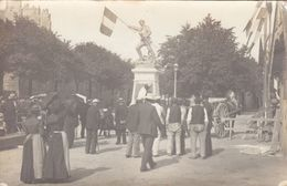 ST MALO : Animation Devant La Statue De Surcouf (14 Juillet 1903 ) -. Très Belle Carte Photo. - Saint Malo