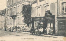 AR 594 /  C P A  -  BRETEVILLE-SUR-LAIZE     (14)    LE BOURG  CAFE DE LA GARE DEROU - Andere Gemeenten