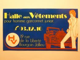 BOURGOIN JALLIEU (38/Isère) - Halle Aux Vetements - Rue Liberté - Voiture En Arrière Plan - Autocollant - Adesivi