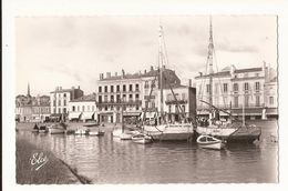 Gironde Blaye Le Chenal Et Le Port - Blaye