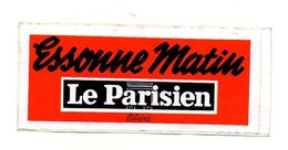Autocollant Essonne Matin Le Parisien Libéré - Format : 13.5x6 Cm - Adesivi