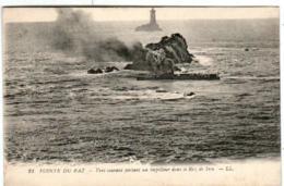 61ki 1401 CPA - LA POINTE DU RAZ - VENT COURANT PORTANTUN TORPILLEUR DANS LE RAZ DE SEIN - La Pointe Du Raz