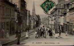 76-ELBEUF...RUE DU NEUBOURG ...CPA ANIMEE - Elbeuf