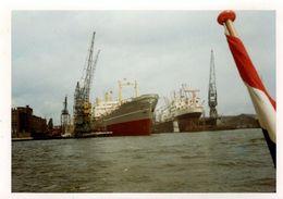 Photo Couleur Originale B.B. Cargo Au Port & Grues à Identifier Vers 1960 - Boats