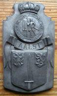 Oude Tinnen Plaket Met Stadswapen En Stadszegel Van Aalst - Etains