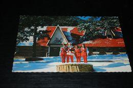 15658-           SANTA AND HELPERS - Santa Claus