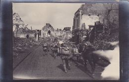 Einmarsch In Ein Zerstörtes Dorf   Inconnue Carte  Photo Allemande 1° Guerre - Weltkrieg 1914-18