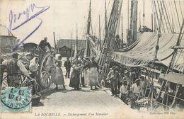 CPA 17 Charente Maritime Inférieure La Rochelle Débarquement D'un Morutier 1905 Peche Pecheur - La Rochelle