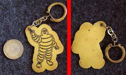 Porte-clé Plaque De Laiton Avec Bibendum MICHELIN Gravé Origine Inconnue - Llaveros