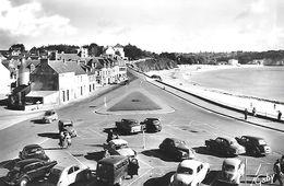 Morgat Boulevard De La Plage Voitures Anciennes Peugeot 203; Tractions Et 2 Cv Citroen ; Renault 4 Cv - Morgat