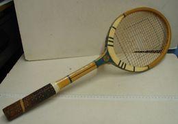Lot. 1352. Ancienne Raquette De Tennis, Cordage à Remplacer - Tennis