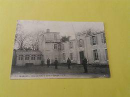 CPA 17-   MARANS -5-   L'HOTEL DE VILLE ET LA CAISSE D'EPARGNE - France