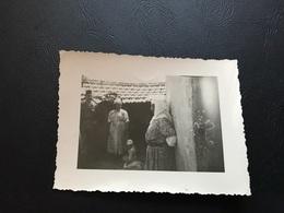 Photo Guerre D'Algerie - Soldats Discutant Avec Des Fatmas - Guerre, Militaire