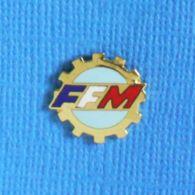 1 PIN'S //  ** FFM / FÉDÉRATION FRANÇAISE DE MOTOCYCLISME ** . (Fraisse) - Motorbikes
