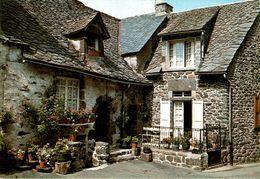 Salers Maison Auvergnate Au Toit De Lauzes      CPM Ou CPSM - France