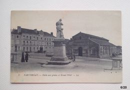 79 - PARTHENAY - Halle Aux Grains Et Grand Hôtel - Parthenay