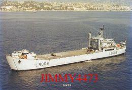 """CPM - Bâtiment De Débarquement De Chars """" DIVES """" Lancé En 1960 En Service En 1961 - Edit. Marius BAR à Toulon - Guerra"""