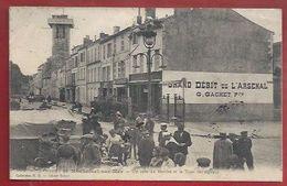17 - ROCHEFORT-SUR-MER - UN COIN DU MARCHÉ ET LA TOUR DES SIGNAUX - GRAND DEBIT DE L'ARSENAL - Fouras-les-Bains