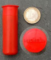 Ancien étui Vide Pour Contrôleur De Pression En Bakélite MICHELIN Couleur Rouge - Autres