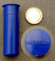 Ancien étui Vide Pour Contrôleur De Pression En Bakélite MICHELIN Couleur Bleu - Autres