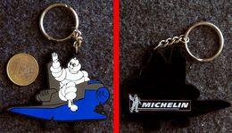 Porte-clé Bibendum En Navette Spatiale En Silicone Souple MICHELIN - Key-rings